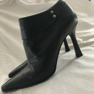 Nine West Black 10M Cuffed Leather Ankle Boot EUC